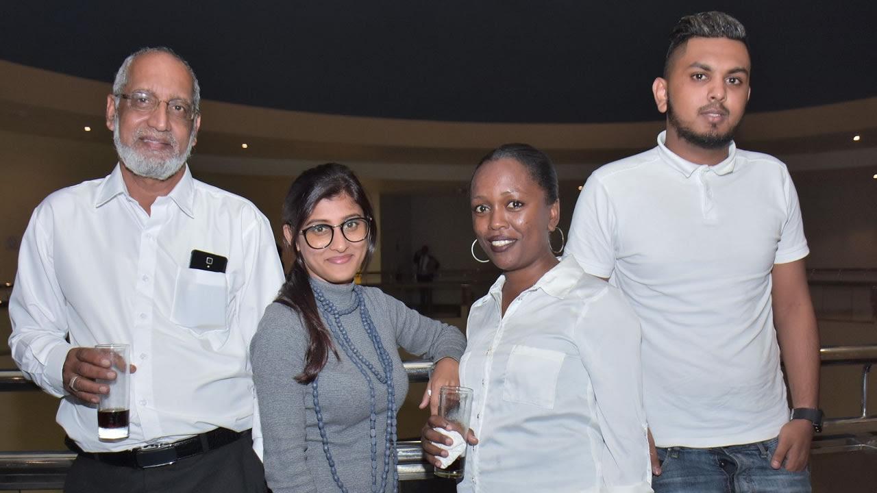 L'équipe de Zibkia Trading: Ibrahim Moreea, directeur, Saddia Emmambux, secrétaire, Francesca Labonne, salesgirl, et Yaasir Reghoo, chauffeur.