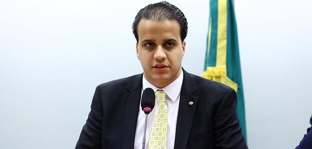 Deputado neoliberal do Partido Novo quer acabar 13º salário