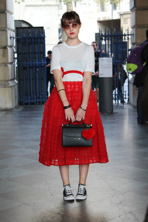 Carrie wears: Skirt Simone Rocha, Shoes: Converse, Bag: Aspinal