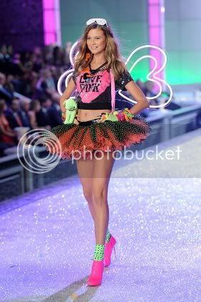 New Pics from Victoria's Secret Fashion Show 2011