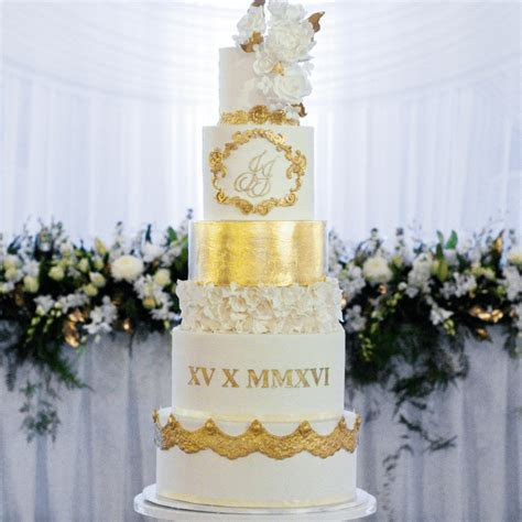 Complete Guide on How to Safely Deliver Tiered Wedding