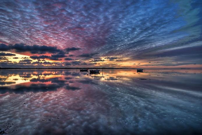 Отражение озера. Фото