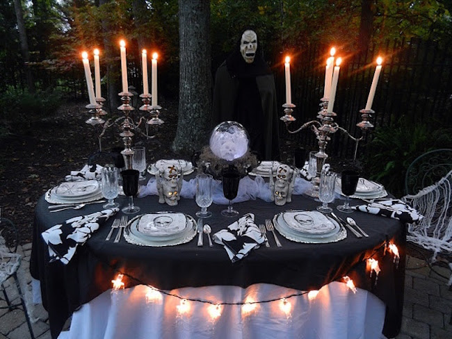 Resultado de imagem para halloween table decor