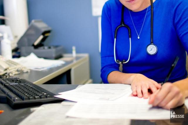 Les médecins québécois «accaparent une part disproportionnée des... (PHOTO DAVID BOILY, ARCHIVES LA PRESSE)