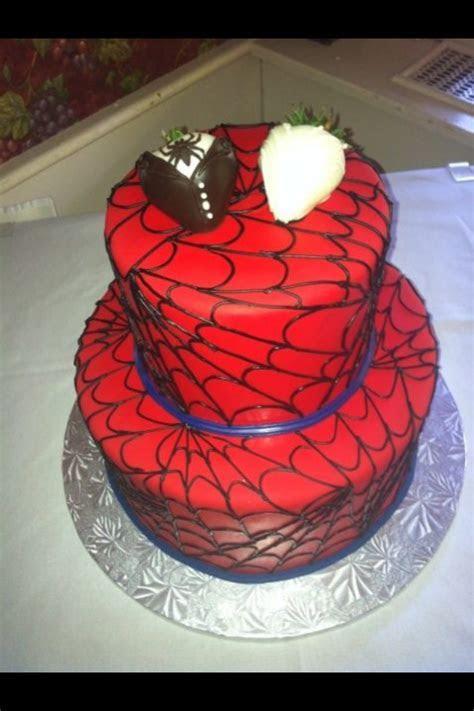 Spiderman wedding cake! Love it!   fun (nerdy) wedding