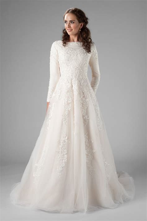 2019 Champagne A line Modest Wedding Dresses With Long
