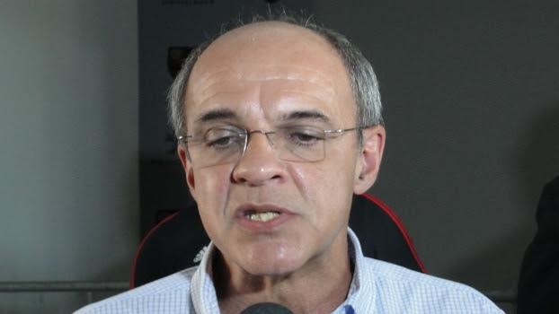 Presidente do Flamengo, Eduardo Bandeira de Mello, concede entrevista