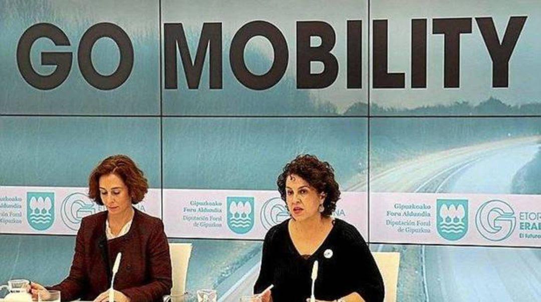 Mónica Alday, de Ficoba y Ainhoa Azipuru, diputada de Promoción Económica, Medio Rural y Equilibrio Territorial en la presentación de Go Mobility.