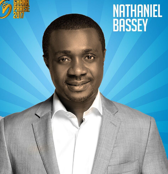 OMG!! Great Nigerian Gospel Singer, Nathaniel Bassey, survives a ghastly car accident in Lagos (photos)