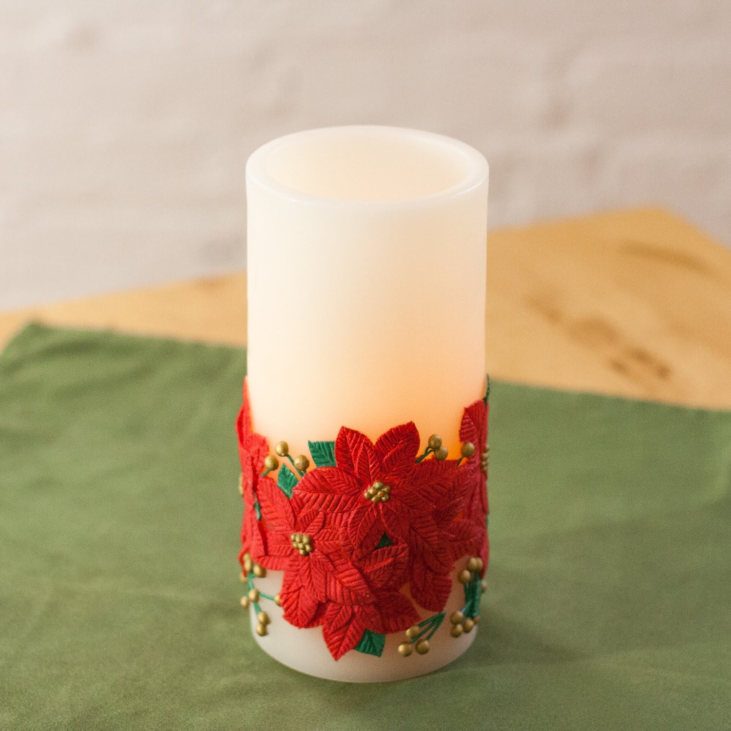 FLAMELESS AND SCENTED CANDLES FOR CHRISTMAS