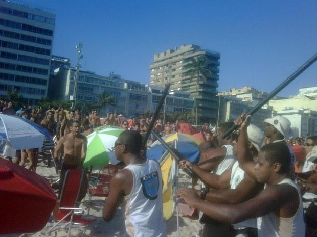 Briga entre guardas municipais e banhistas na Praia de Ipanema (Foto: Arquivo pessoal)