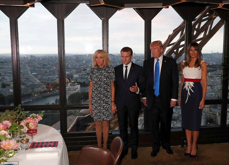 Le président Donald Trump a emmené sa femme à la ville jeudi soir à Paris, en profitant de leur bref séjour dans la ville des lumières avec un dîner à la Tour Eiffel