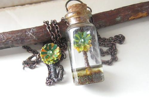 glass-vial-pendant-necklace