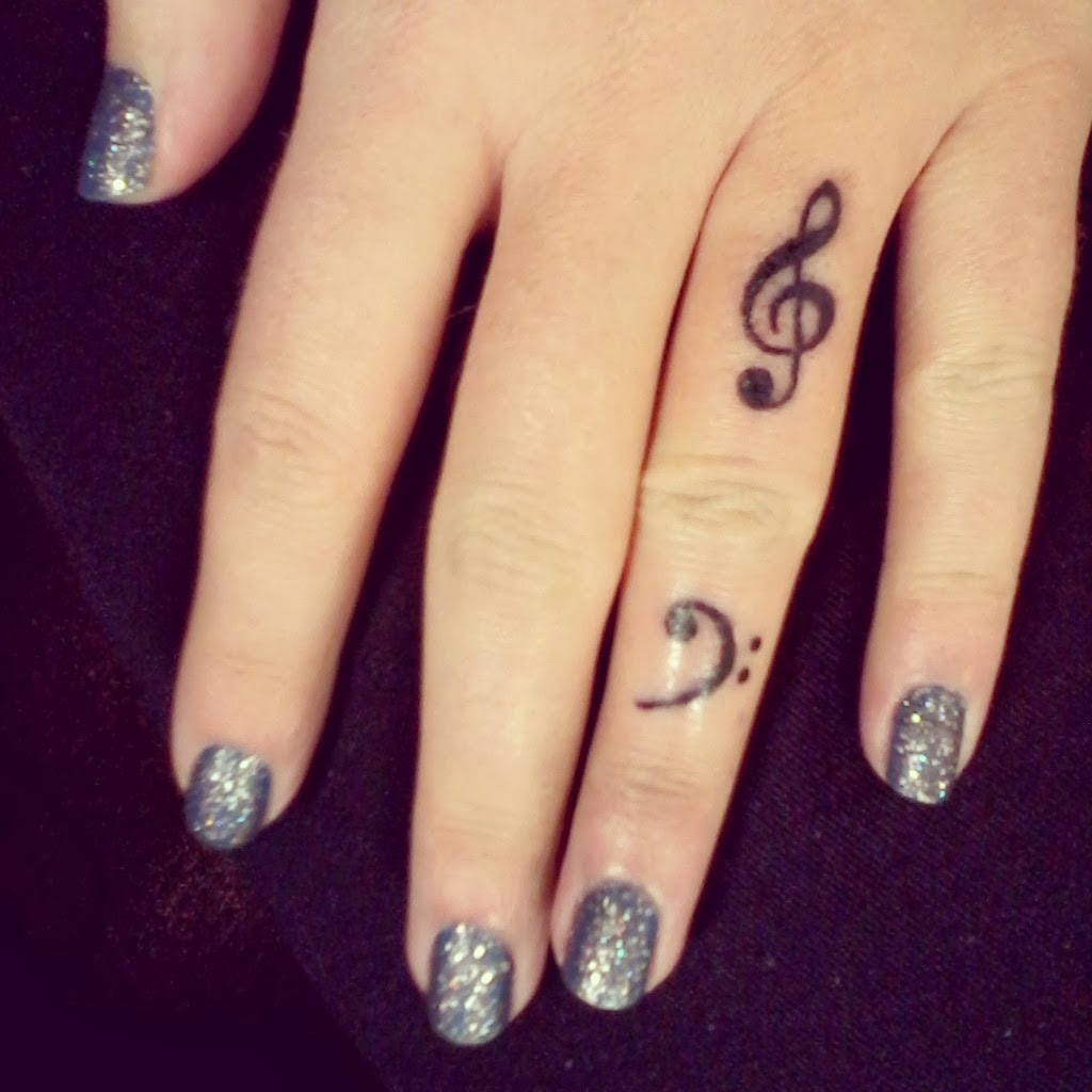 22 Attractive Music Note Tattoos On Finger