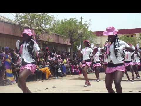 Nice youngs blacks majorettes show in video from a girl high school in Senegal