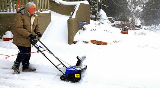 4 Best Lightweight Snow Blowers - How Does Your Garden Mow