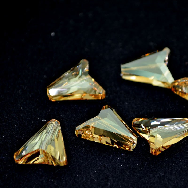 27757480041001 Swarovski Crystal Pendant - 16 mm Arrow (5748) - Crystal Golden Shadow (1)