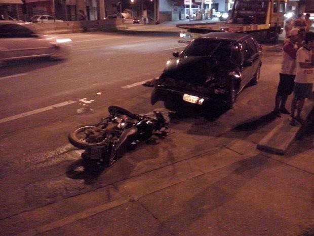 Motociclista foi levado para a Santa Casa (Foto: Stefane Miranda / São Roque Notícias  )