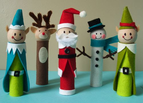 Christmas Crafts for Kids – Clothes Pin Wreath, Finger Puppets, Napkin Rings, Paintings, Snow Globes + More