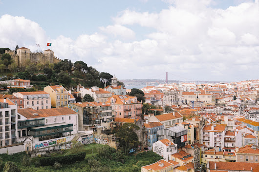 The prettiest neighbourhoods in Lisbon - sweet/escapes