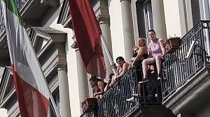 Terminata l'occupazione del Comune forte tensione per le donne sui balconi