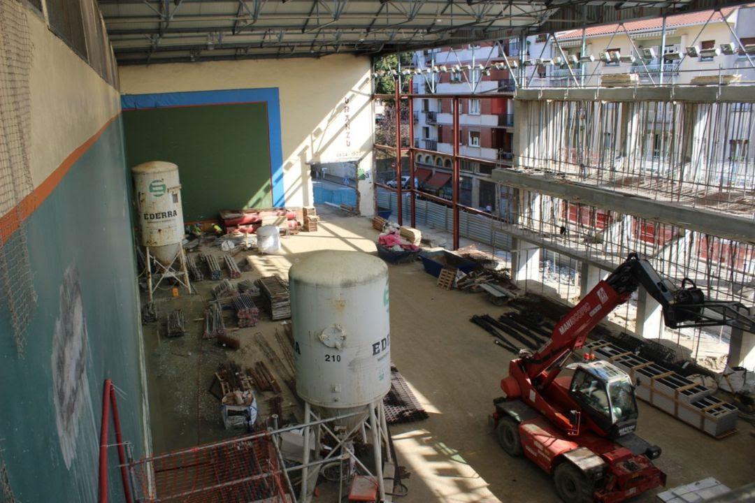 Estado actual del frontón Uranzu mientras se acometen las obras de renovación