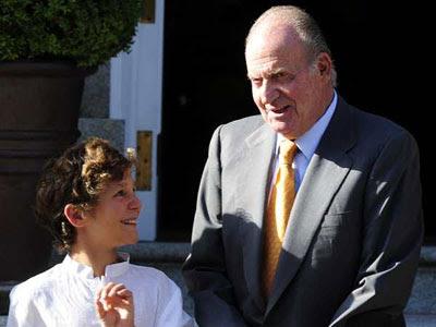 El rey Juan Carlos y su nieto mayor, Felipe Juan Froilán. AFP PHOTO / JAVIER SORIANO