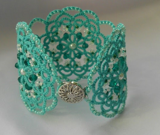 Green lace bracelet tatted bracelet by TattingLaceJewellery