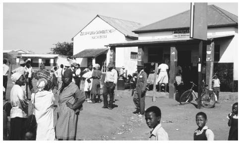 People at a Zulu market. Zulu is the largest South African language group, with about nine million speakers, but it does not represent a dominant ethnic grouping.