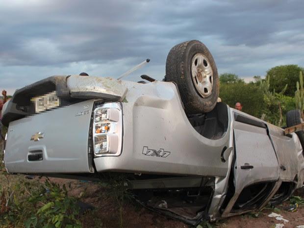 Carro saiu da pista após capotamento na Estrada do Feijão (Foto: Portal Bacia do Jacuipe)