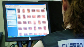 Imatge d'arxiu de la Policia Nacional en una operació contra la pornografia infantil