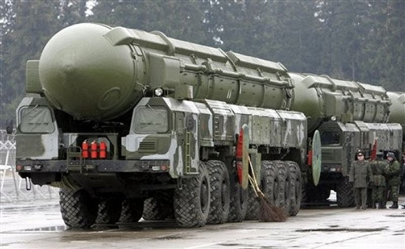 http://www.armyrecognition.com/images/stories/east_europe/russia/missile_vehicle/ss-27_topol-m/pictures/SS-27_Stalin_Topol-M_RS-12M2_RT-2PM2_intercontinental_ballistic_missile_truck_MZKT-79921_Russian_Army_Russia_014.jpg