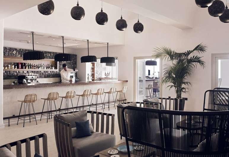 santo-maris-oia-luxury-suites-spa-santorini