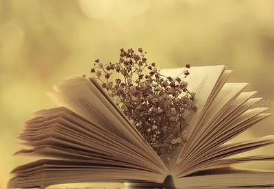 Resultado de imagen de libros y flores