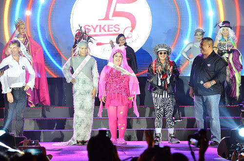 Throughout the evening, gorgeous SYKESers were spotted everywhere. But there were those who simply stood out. For making _90s fashion cool again, our headturners won P15,000 each.