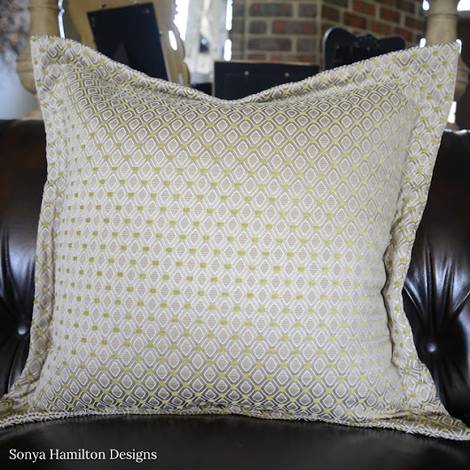Quick and Easy Flange Pillow Tutorial - Beyond the Screen Door