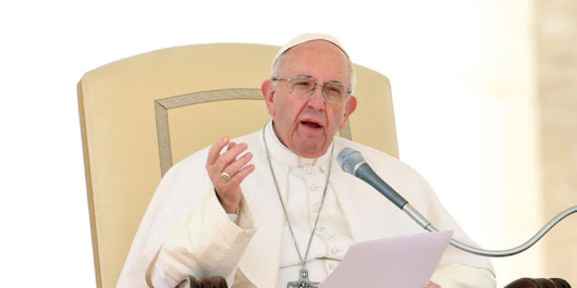 "Pope cautions youths about social media's ""false image of reality"""