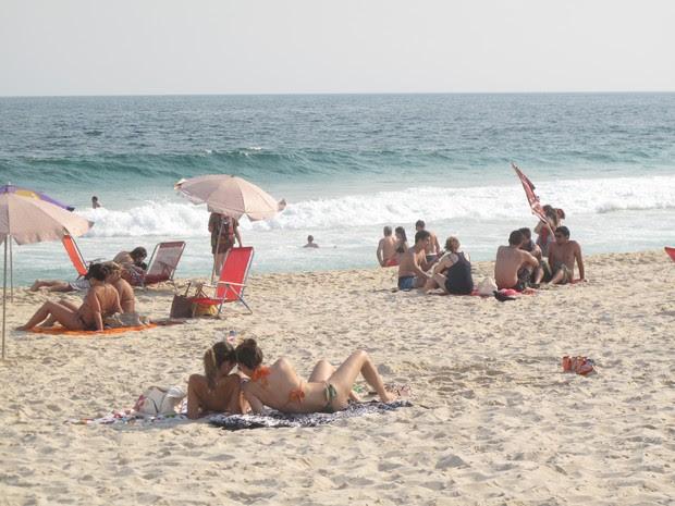 Cariocas aproveitam dia mais quente do ano para ir à praia (Foto: Marcelo Elizardo/ G1)