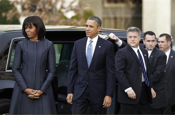 President Barack Obama (C) and first lady Michelle Obamaarrive at St. John's Church for a service prior to inauguration ceremonies in Washington, January 21, 2013. REUTERS-Joe Skipper
