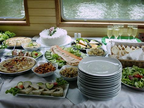 How to Decorate a Buffet Table for Any Holiday!   General