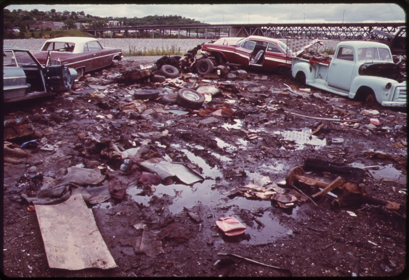 File:AUTOMOBILE JUNKYARD ON THE NORTH BANK OF THE KANSAS RIVER BETWEEN THE 12TH AND 18TH STREET BRIDGES - NARA - 552073.tif