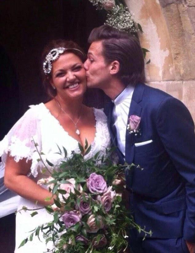 filho amoroso: Louis foi padrinho de casamento de sua mãe com o Dr. Dan Deakin, em julho 2014