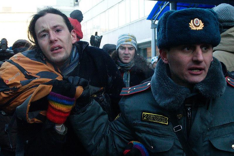 Поцелуи у Думы. Акция против гомофобии 19 декабря 2012