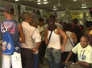 30/12/2011 21h31 - Atualizado em 30/12/2011 21h31 Mega-sena da virada levou muitos baianos as lotéricas nesta sexta-feira