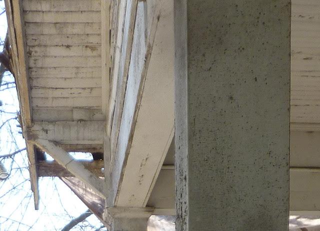 P1170762-2013-03-19--1148-North-Highland -VaHi-Teardown-before-porch-square-columns-ceiling-bracket-detail-2