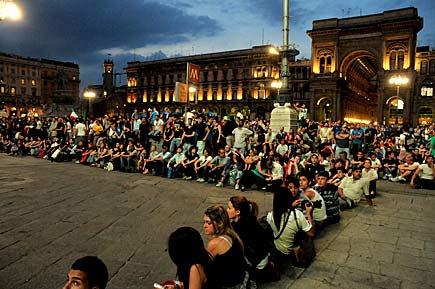 Milano, piazza Duomo - Mondiali di calcio 2010
