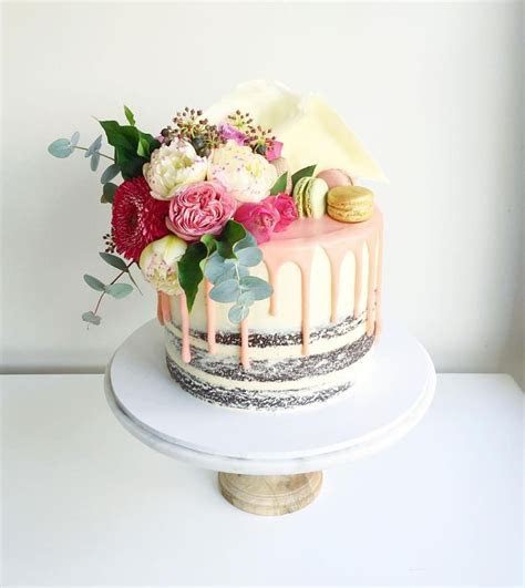 Macaron and flowers cake   Yummy! in 2019   Cake, Macroon