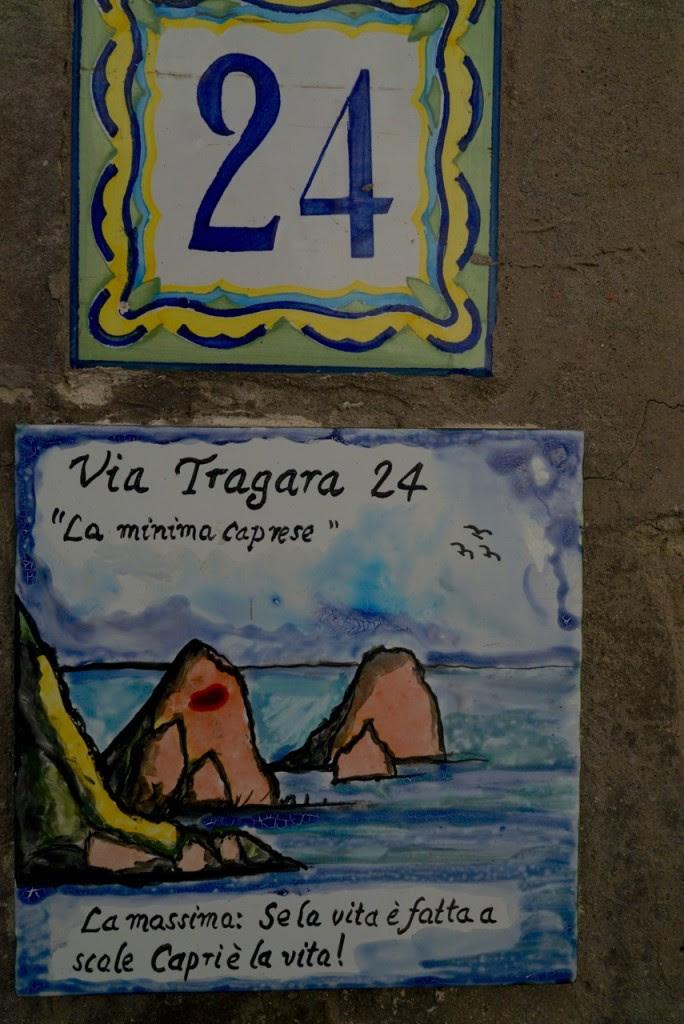 """Adorei essa!! Mais ou menos diz: """"Se a vida é feita de-graus, Capri é a vida!!"""""""