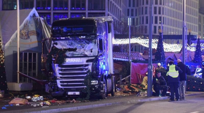 Πολύνεκρη επίθεση με φορτηγό στη χριστουγεννιάτικη αγορά στο Βερολίνο