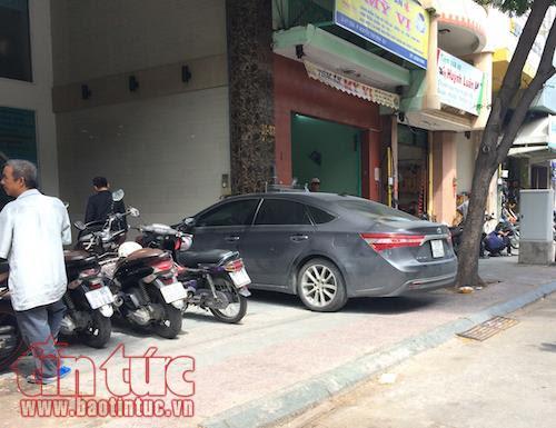 TP Hồ Chí Minh: Vắng bóng lực lượng chức năng, vỉa hè quận 1 'đâu lại vào đấy' - Ảnh 10.